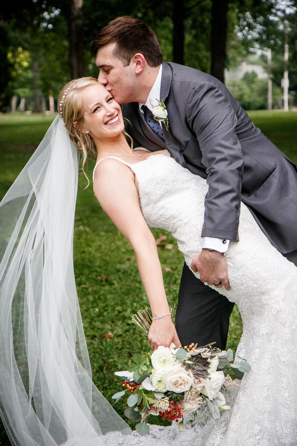neenah-riverside-park-bride-groom-adam-shea-photography-green-bay-appleton-neenah-photographer-11.jpg