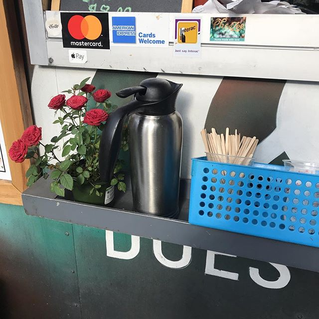 Fun fact: cheeZee does it free coffee with breakfast 7 am Rise and shine people! #vancouverfoodie  #bestbreakfastplace #bestfoodtruck