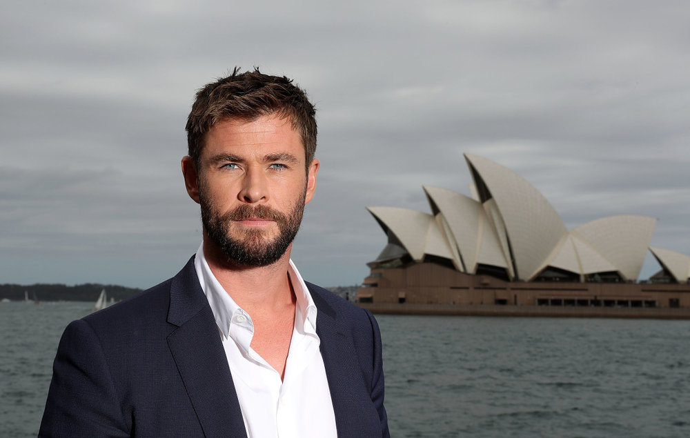 chris-hemsworth-poses-during-a-photo-call-for-thor-ragnarok-on-october-15-2017-in-sydney-australia-photo-by-mark-metcalfe_getty-images-for-disney.jpg
