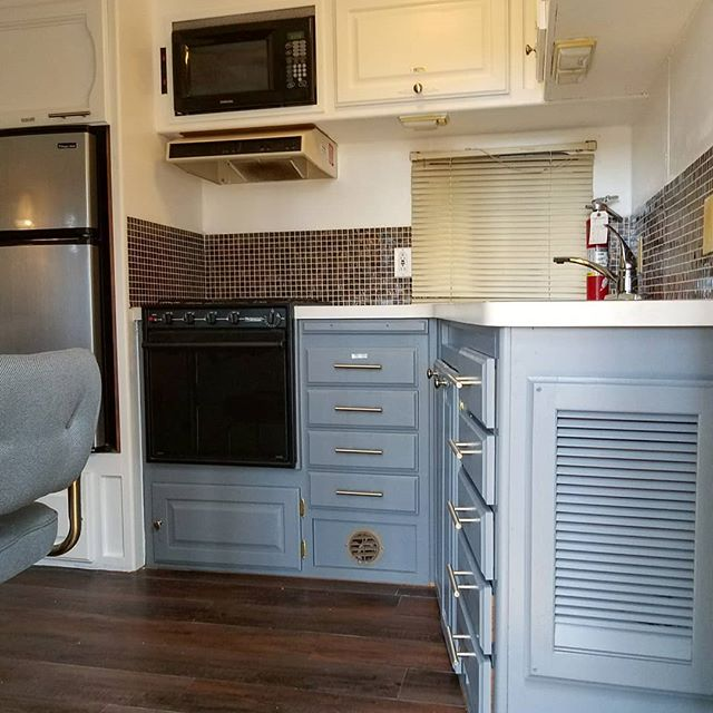 This winter we've been working hard to refresh our rental trailers, and we're so excited to finally share our kitchen and living room updates in the upper trailer! We put in new flooring, a backsplash,  shiny hardware, light fixtures, and lots of paint to give it a new, more modern feel. Let us know what you think of the new look! . There's plenty more coming this April, so keep an eye out! #refresh #rvrenovation #rentals #comestayandplay #forestliving #hwy4