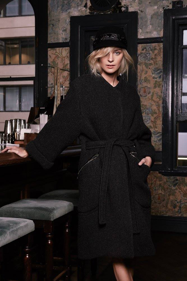 Nadia Fairfax v MAX&Co. plaščku Il Mio Cappotto