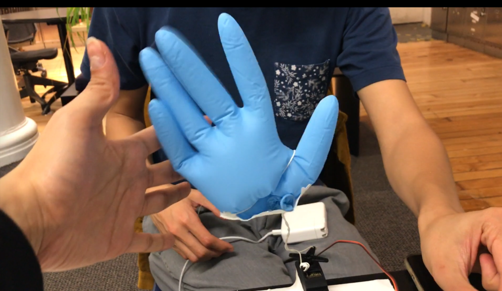 Nick Zhang make smaller size hand and decide to use touch sensor to control his hand