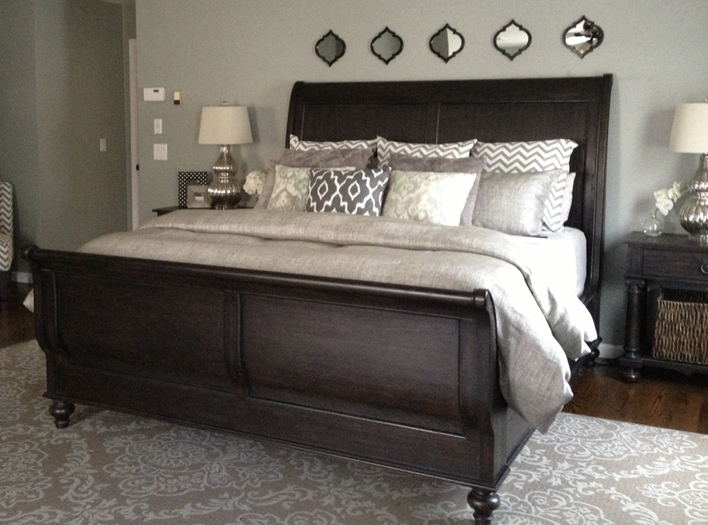 ^Lots of pillows :) Patterned Rug, Neutral bedspread