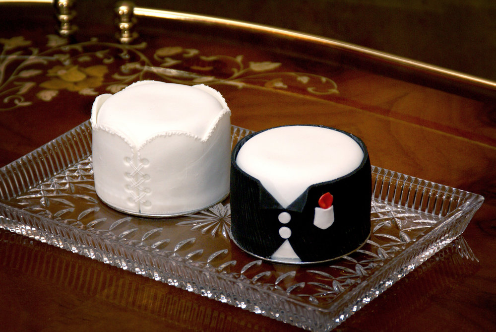 Bride and groom Favor-ite SophistiCakes