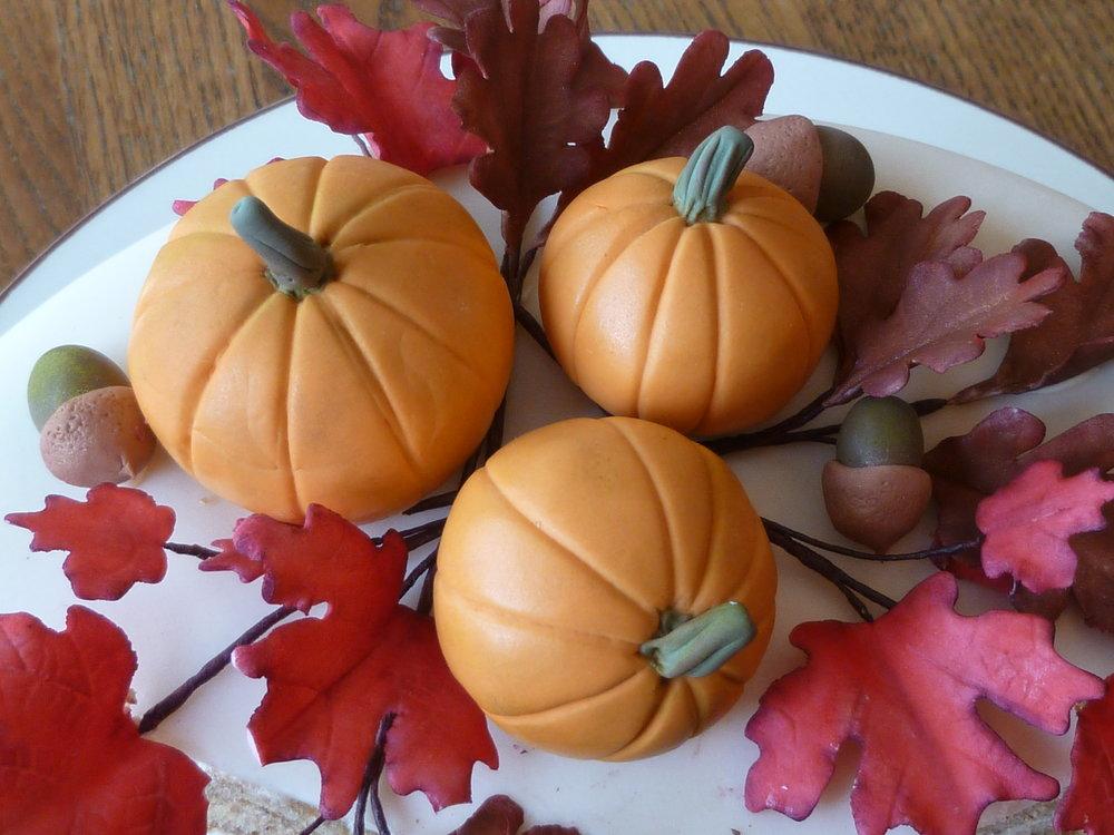 Pumpkins, acorns, and foliage in sugar