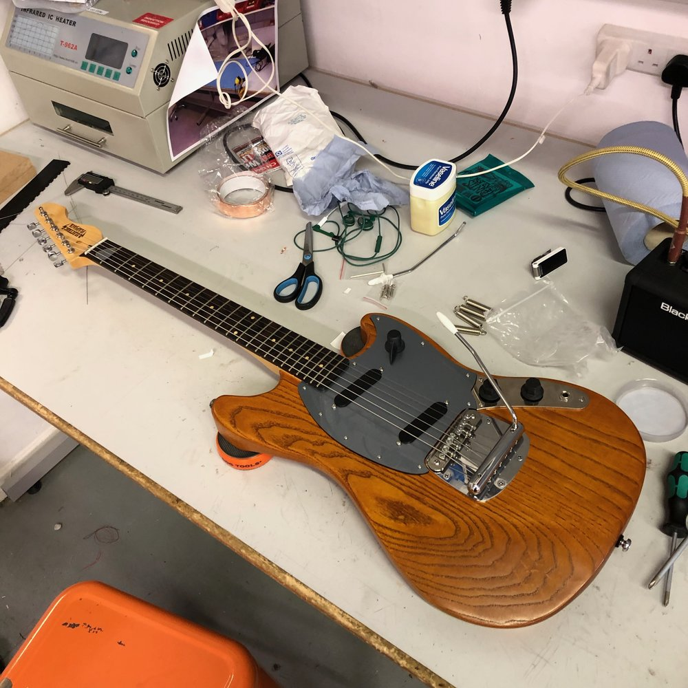 Electric Flapjack Guitars Strat Wiring Problem Question Help Fender Stratocaster Guitar Forum I Sat Down For An Afternoon With The Armed Some Spare Strings Bridge Springs Tighter And Loser Vaseline To