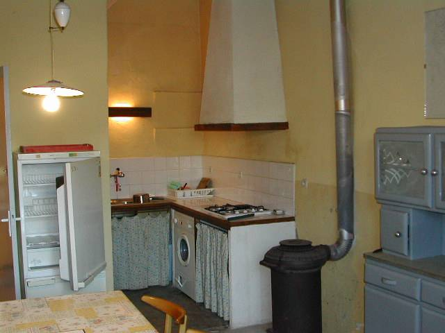 vernazobre%20House%20kitchen.jpg
