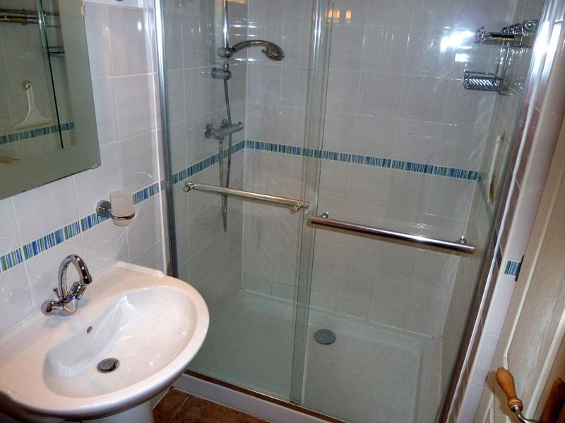 17_Shower.jpg