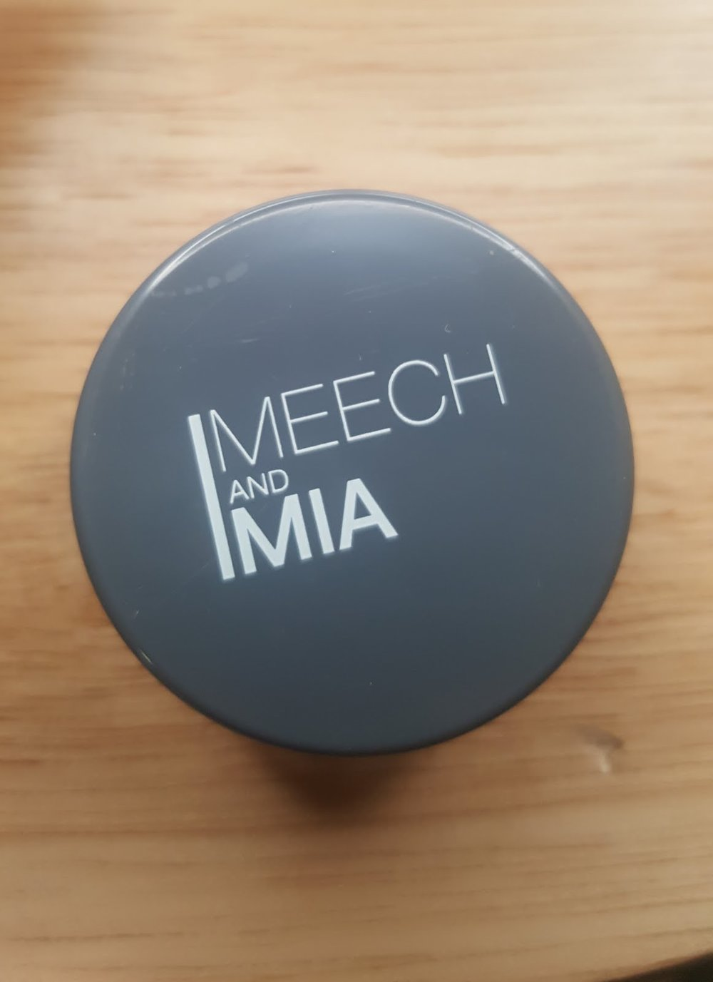 MEECH AND MIA Loose Eyeshadow in Beige $11.50 -