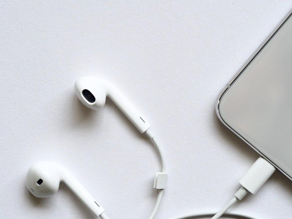 blur-cellphone-connection-983831.jpg