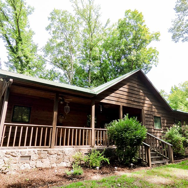 Checkout our newest property, Fishermen's Retreat! This home sits directly on The Little Red River, sleeps 10, and would be the perfect place for your next weekend getaway! • • • • #hebersprings #arkansas #ar #ark #heber #greersferrylake #gfl #lake #littleredriver #lrr #river #boating #boatrentals #fishing #guidefishing #rainbowtrout #browntrout #boat #kayaking #canoeing #swimming #vacation #vacationrental #vacationrentals #rental #rentals #arkansasvacationrental