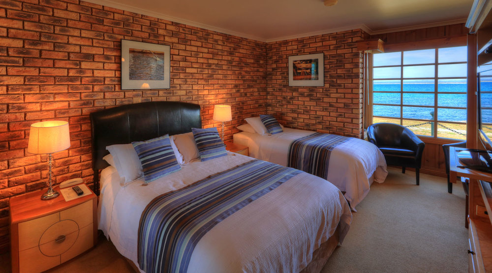 Stanley Village Waterfront Accommodation - Waterfront Suites