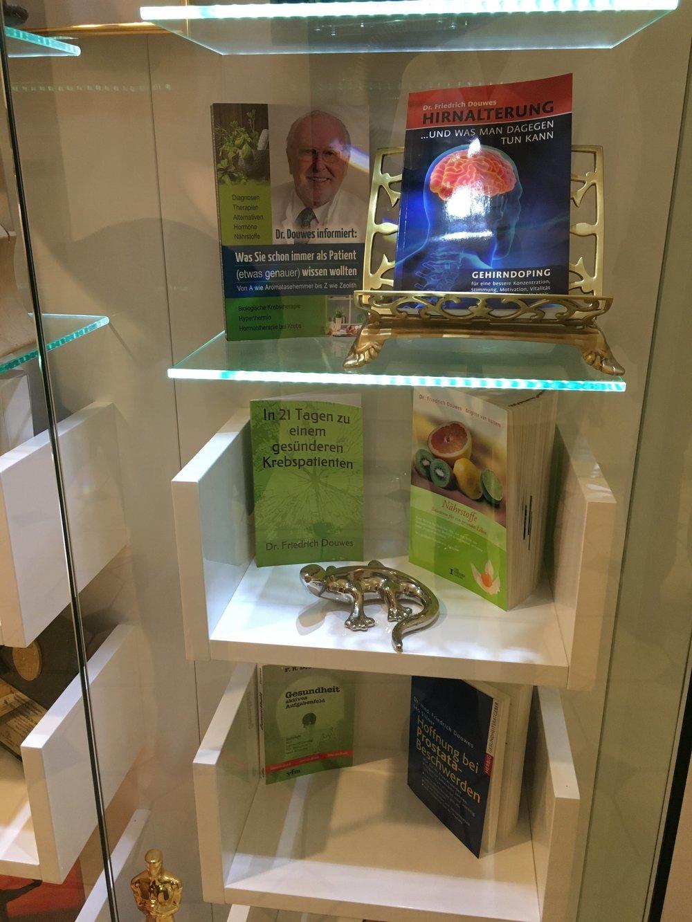 Dr. Friedrich Douwes' Books