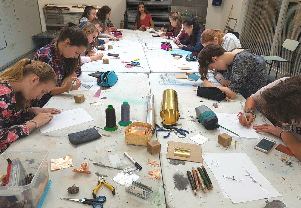 - Lessen, leerlijnen en coaching voor leerkrachten en leerlingen op creatief vermogen.