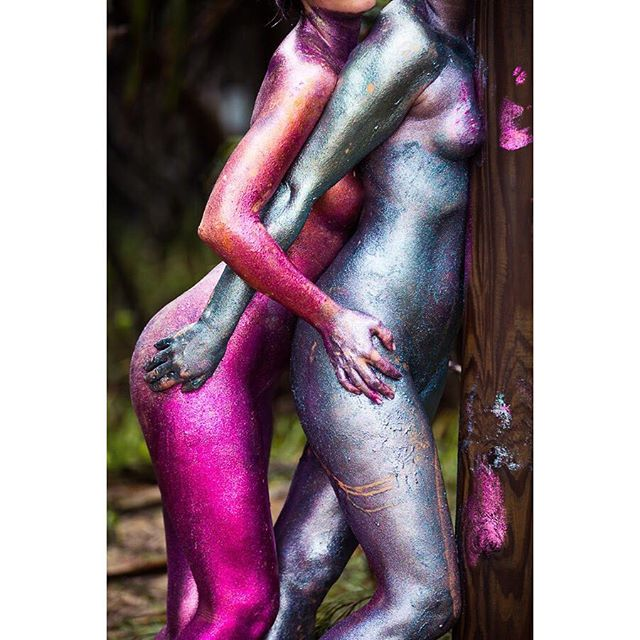 One week to go!! This time next week we will be headed to the location and covering ourselves in glitter. Just under 30 women will be in a field, celebrating our amazing bodies! Get excited! 📸 by @contraryphoto with @nipnipss and @roseanna.mae