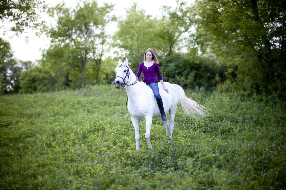 senior portrait on arab horse minnesota