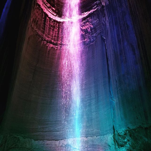 Earlier this year I drove through Chattanooga with my mom. While there, we visited Ruby Falls, an underground waterfall. Did you know they've never been able to find the fall's water source? Read more about it 👉🏻 http://bit.ly/2lQaovn  #travelgram #rubyfalls #tennessee #tntravel #thesouth #wheretonext #thetravelingsouthernbelle