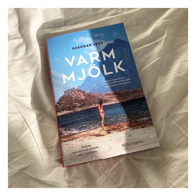 Håller med @adlibris.com för andra gången i rad, månades pärla är Varm mjölk. Bara klimatet i boken går mig att njuta.