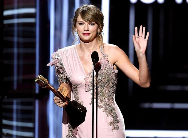 Congrats to Taylor Swift on winning the top-selling album! That's how it's done ladies! #taylorswift #billboards2018 #bbmas2018 #femaleentrepreneur #feminism