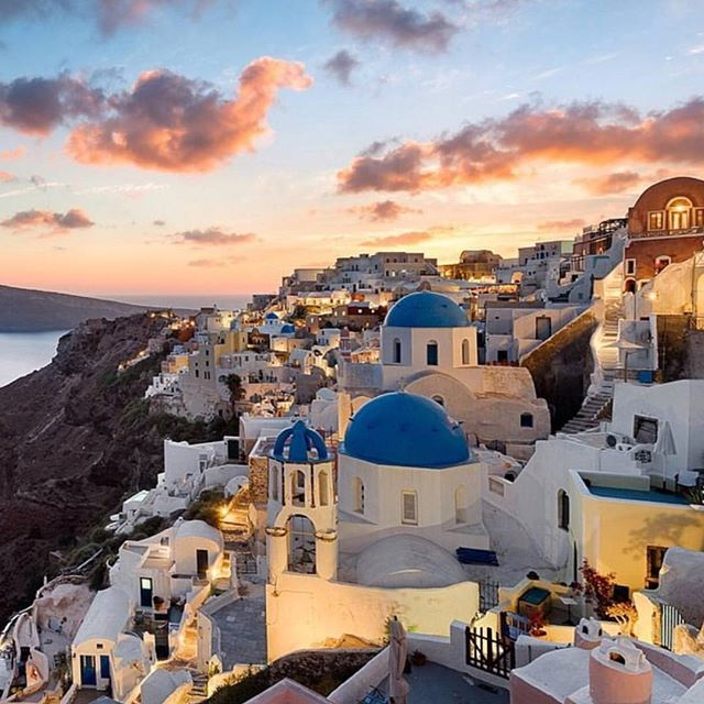 Santorini sunsets 😍 where will you escape to this summer? #modeculturemagazine #digitalmagazine #santorini