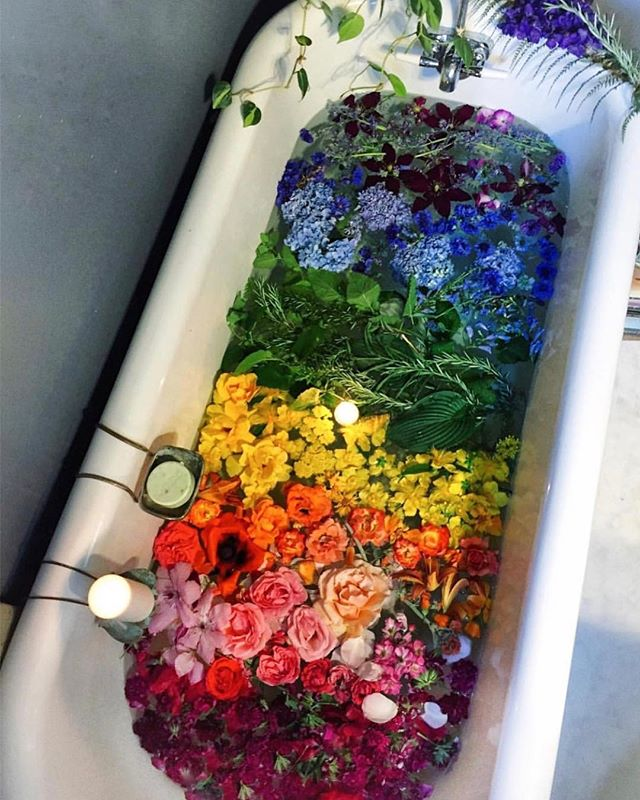 Who wouldn't want to soak in this magical bathtub? Photo via @rootsandcrownspdx #modeculturemagazine #digitalmagazine #pride🌈