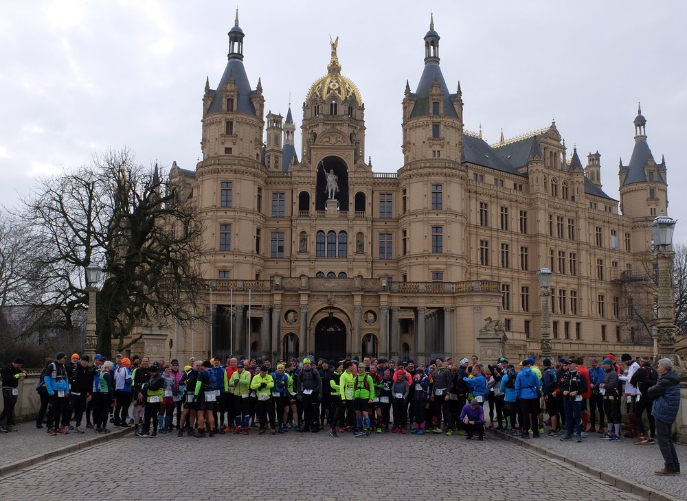 130 Starterinnen und Starter kurz bevor sie Laufheldinnen und Laufhelden werden...