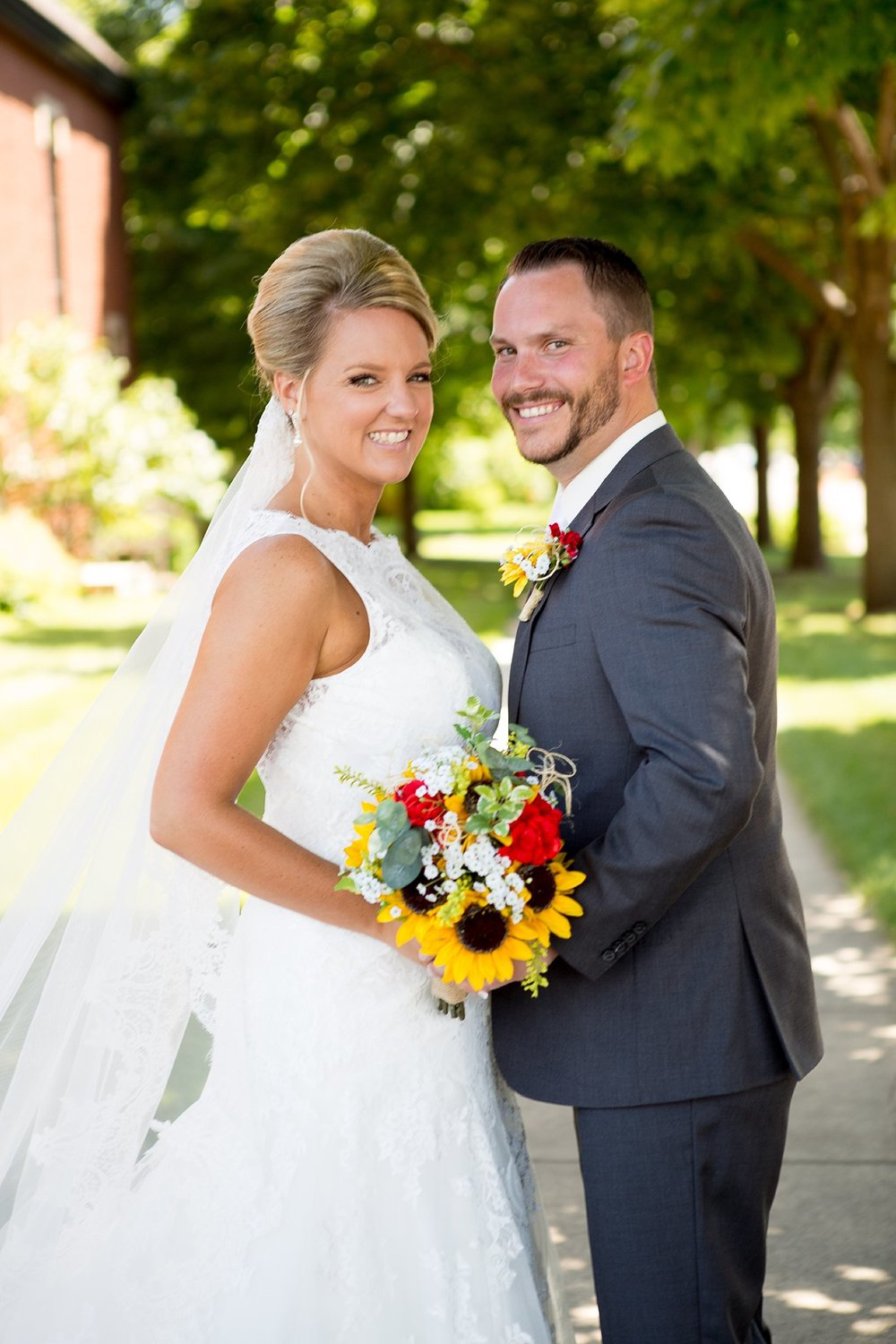 4Alice Hq Photography | Emilie + Tyler Southern MN Wedding.jpg