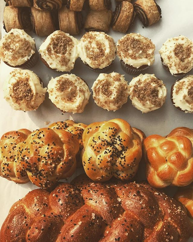 Hi friends! We'll be back at So Bazaar in #Redmond this Thursday! Keeping our fingers crossed the air clears up like predicted so we can all spend some quality time outside with #challah and #medovik (both made with local #shipwreckhoney) #redmondsobazaar