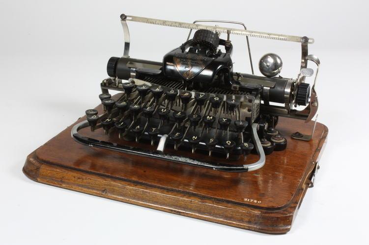 collections.museumvictoria.com.au
