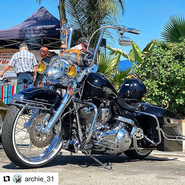 #Repost @archie_31 ・・・ Out and about painting the town... #harleydavidson #archiebrochas #craftyarchie. #viclero #xicanostylebikers #viclista #hd #motorcycle #lowriderbike #chicanobiker #razastyle #chicanostyle #vatosyviclas #socal #lifebehindbars #ranflas_n_viclas #showoffmyharley #sharemyharley #softailgram #4dxtremepipes #4dextreme #platinumairsuspension #platinumairride #mattcortezcycles @xicanostylebikers @mattcortezcycles @platinumairsuspension @dragonflycycleconcepts @4dxtreme