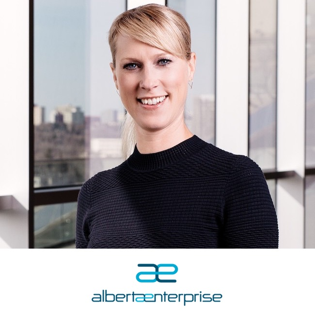 Kristina+Williams+Alberta+Enterprise+Corp+-+Canadian+Dream+Summit.jpg