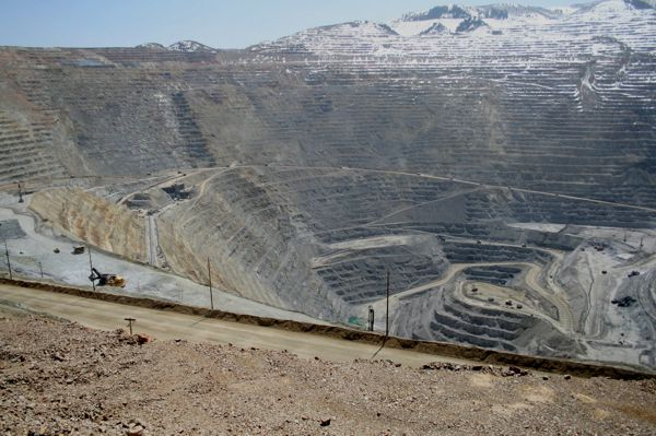 Kennecott-Copper-Mine-Pit-Limousine-Rental-Services-Utah.jpg