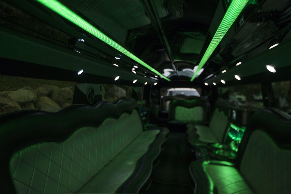 Divine-Limousine-Hummer-Stretch-18-Passenger-Inside-27.jpg