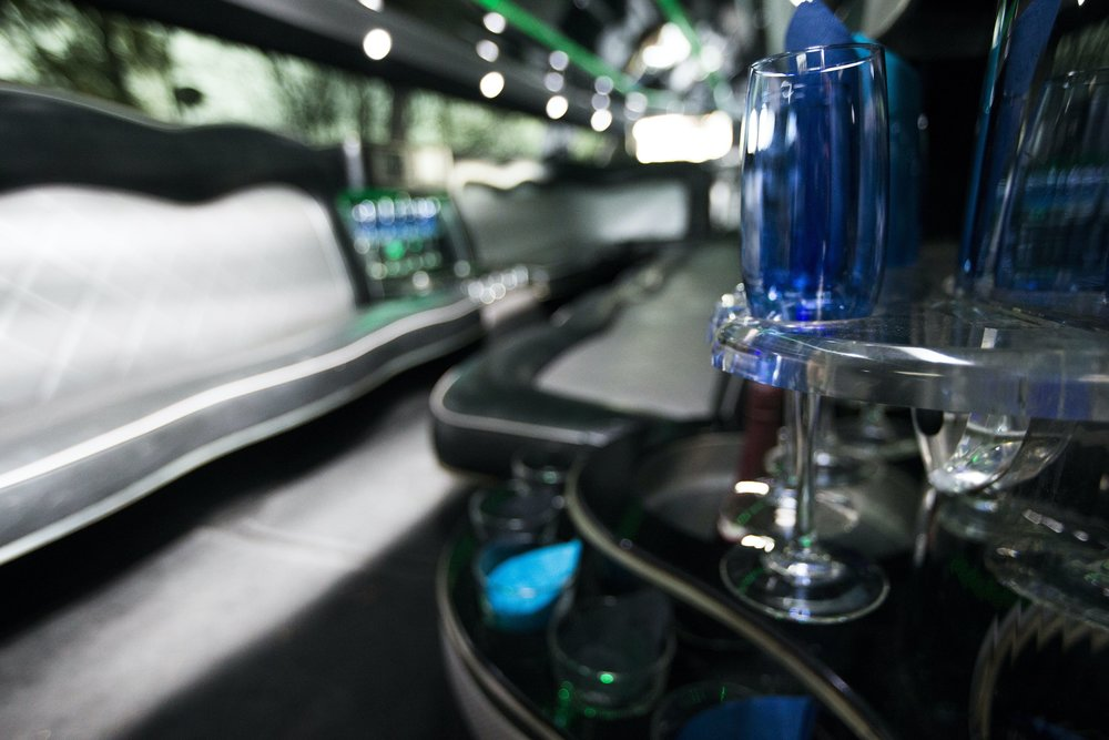 Divine-Limousine-Hummer-Stretch-18-Passenger-Inside-6.jpg