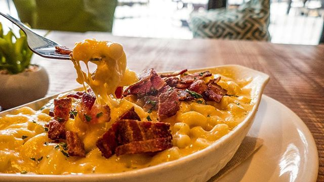 Can't go wrong with our MAC N' CHEESE! 🤤🙌 Add some bacon to it and you're golden!! #goneeatry  #goneeaterywhistler  #whistlerblackcomb  #whistler  #whislife  #macncheese  #onlyinwhistler