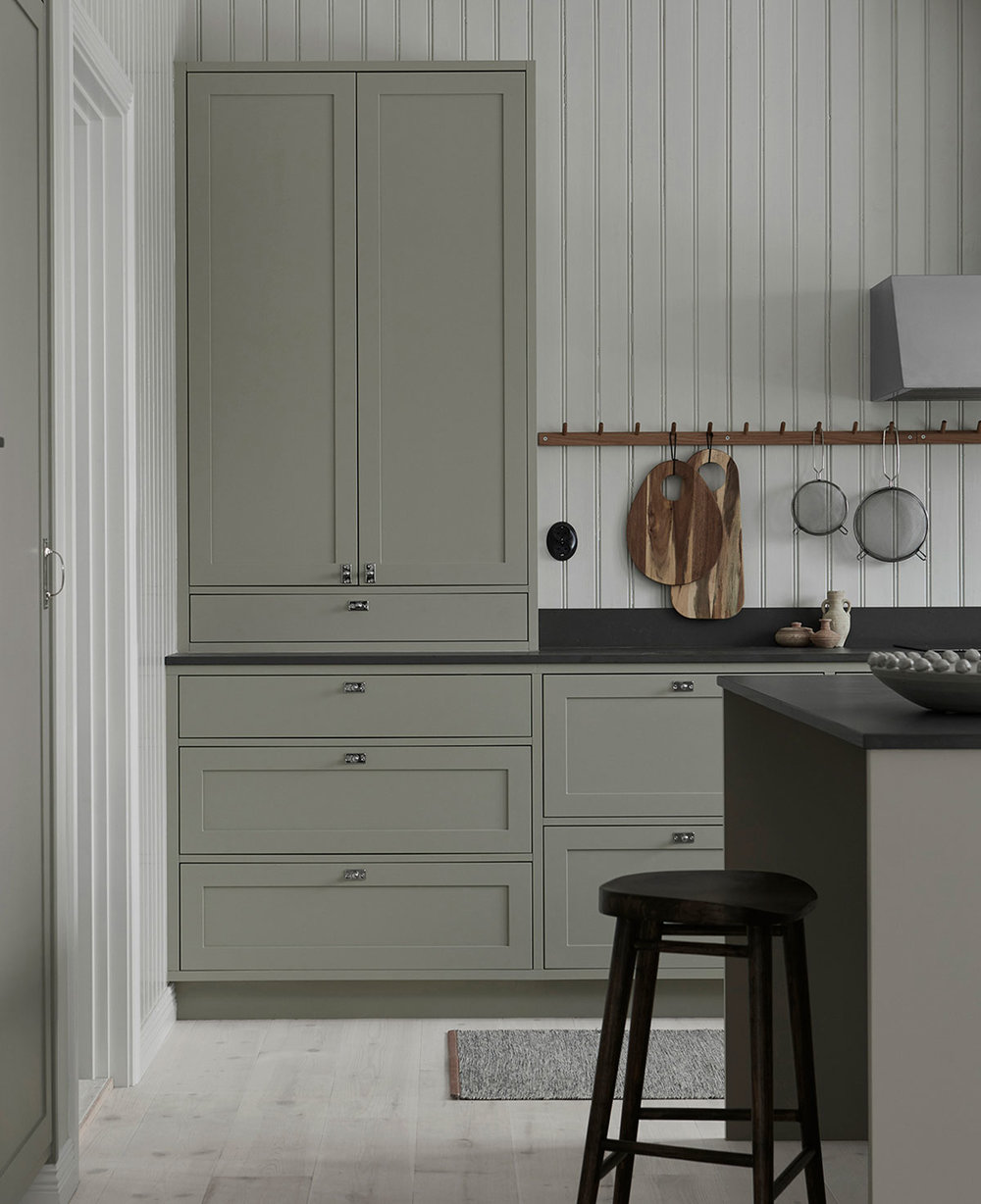 Classic shaker kitchen in grey with kitchen island
