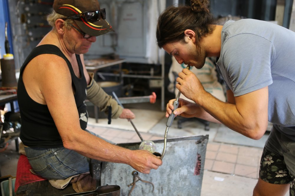 Gerry-Reilly-one-hour-glassmaking-experience-hot-glass.-photo-by-Jackie-Uhd.JPG
