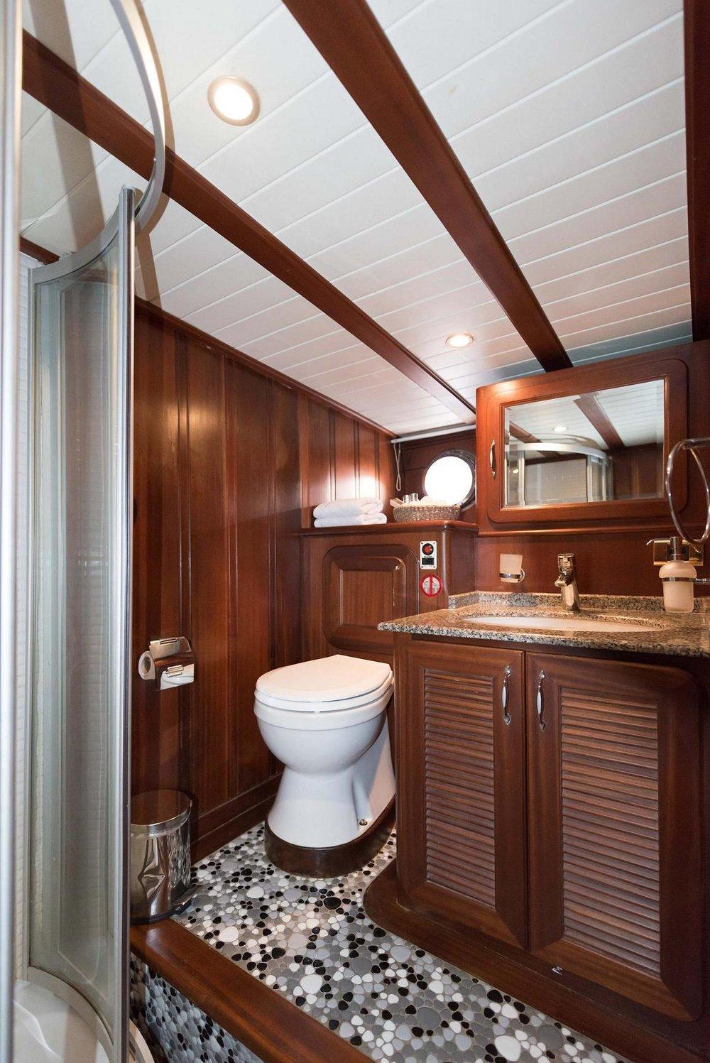 16 - Aft Cabin Bathroom.jpg