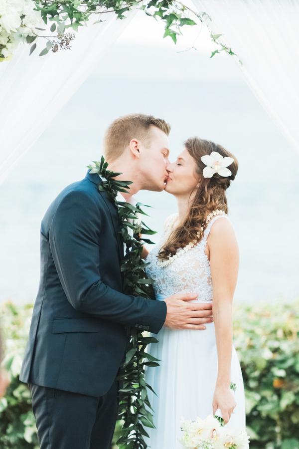 intimate-elegant-maui-wedding-10