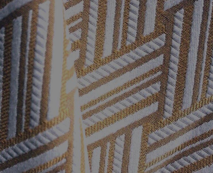 La viscose - Obtenue à partir de fibres naturelles provenant du bois, elle a une excellente aptitude à la teinture et peut afficher des coloris très vifs. Cela donne un tissu léger, robuste et souple appelé soie artificielle.