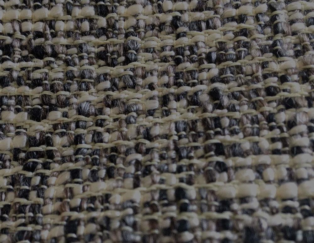 L'acrylique - Fibre synthétique très douce, semblable à la laine. Elle conserve l'air ce qui fait d'elle un bon isolant. Sa maille peut être portée tout au long de l'année.