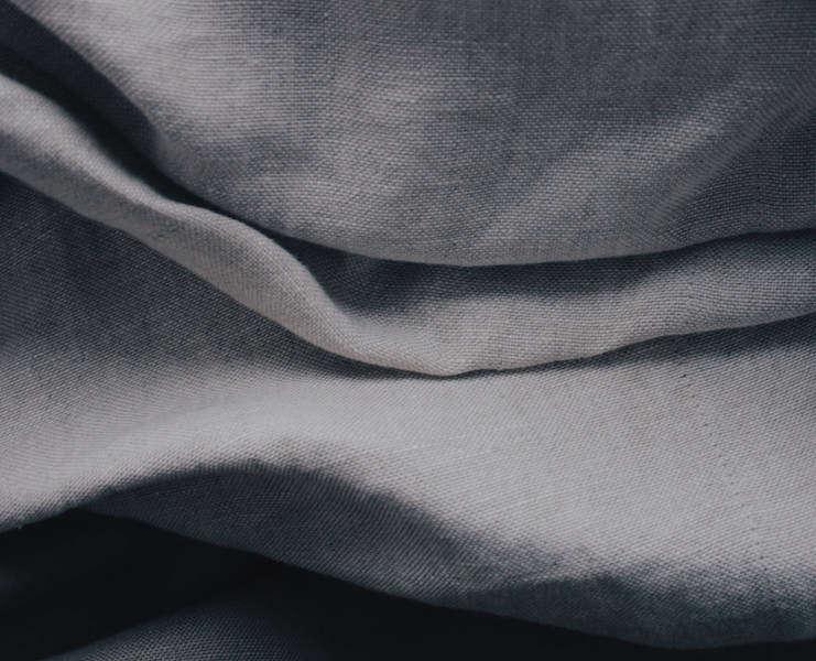 Le lin - Une fibre prestigieuse, naturelle et écologique. Peu d'engrais sont nécessaires pour sa production. Les tissus en lin sont très présents dans les usages techniques (sacs postaux...) du fait de leur rigidité, de leur solidité et de leur pouvoir absorbant.