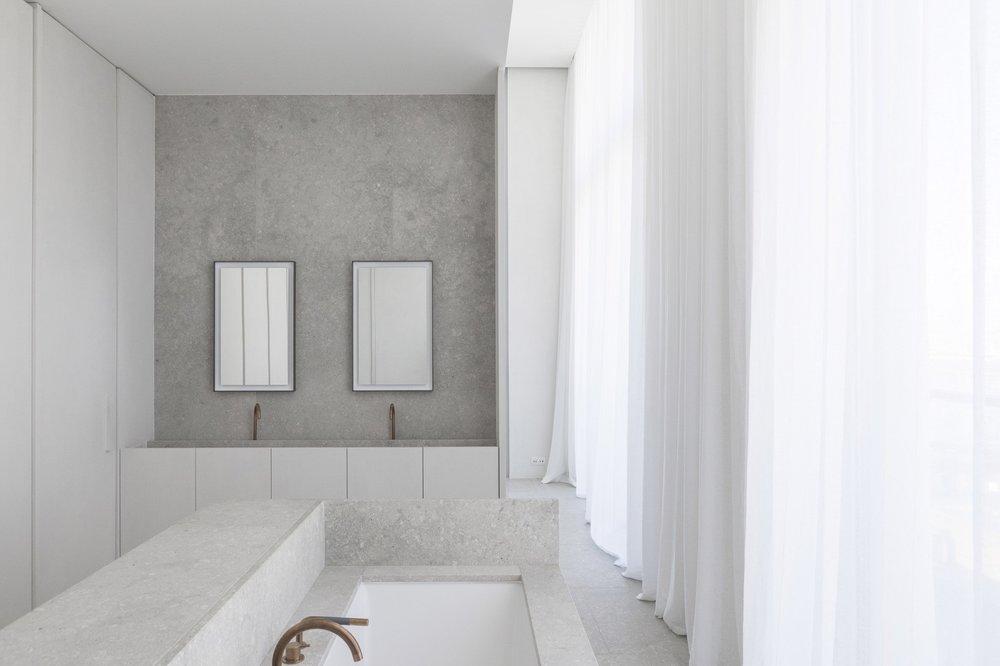 penthouse-westkaai-hans-verstuyft-architecten-interiors-antwerp-belgium_dezeen_2364_col_2.jpg