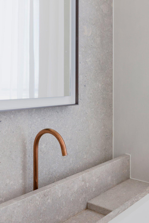 penthouse-westkaai-hans-verstuyft-architecten-interiors-antwerp-belgium_dezeen_2364_col_3.jpg