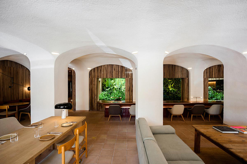isay-weinfeld-green-spot-restaurant-barcelona-interiors-designboom-04.jpg