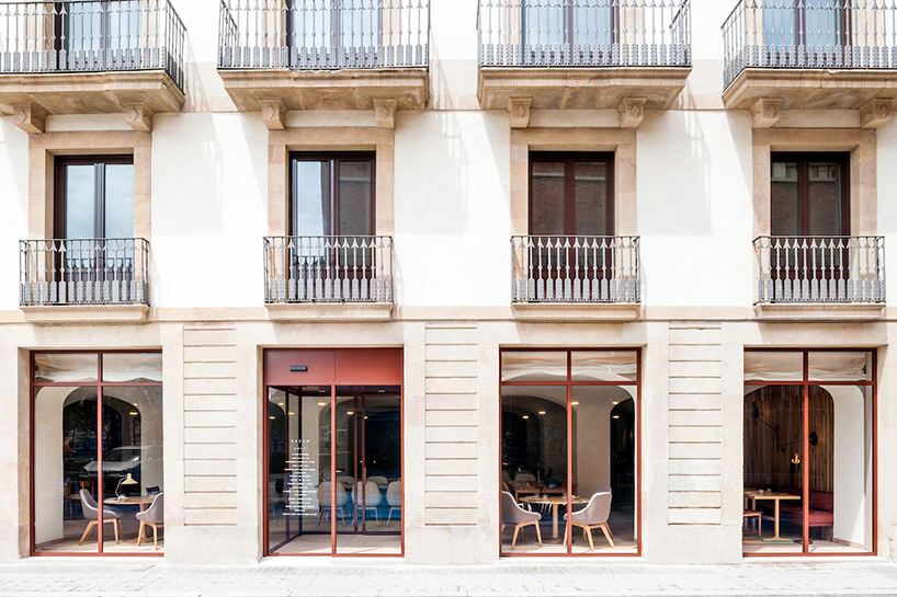 isay-weinfeld-green-spot-restaurant-barcelona-interiors-designboom-12 (1).jpg