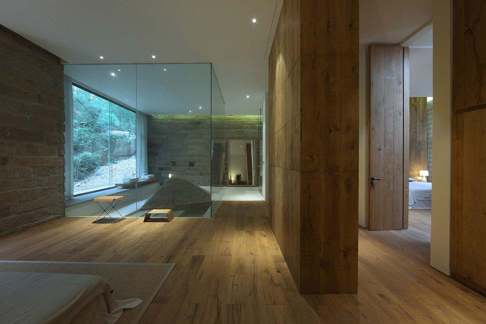 8__master_bedroom_1.jpg