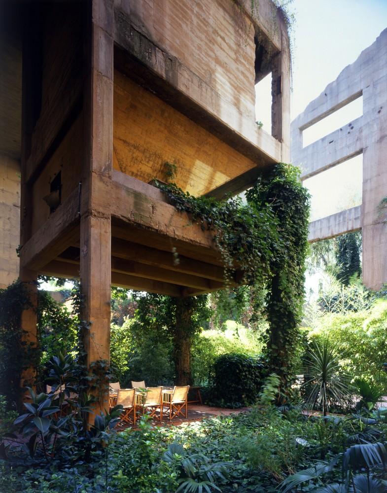 50a48406b3fc4b263f00002c_the-factory-ricardo-bofill_ricardo_bofill_taller_arquitectura_santjustdesvern_barcelona_spain_privatespaces-785x1000.jpg
