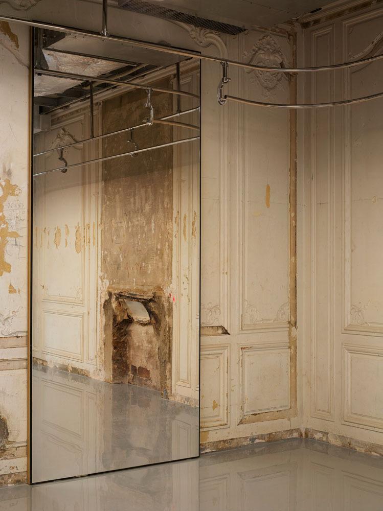 Balenciaga       57 Avenue Montaigne 75008 Paris