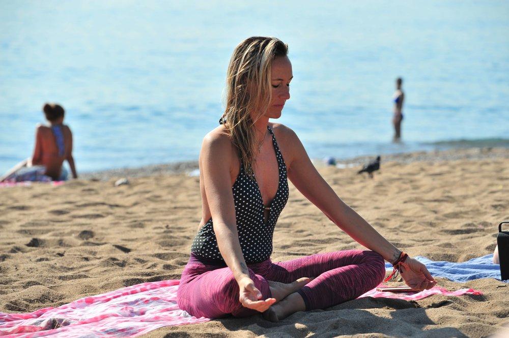 Leila, durante la clase de yoga con #HomelessEntrepreneur